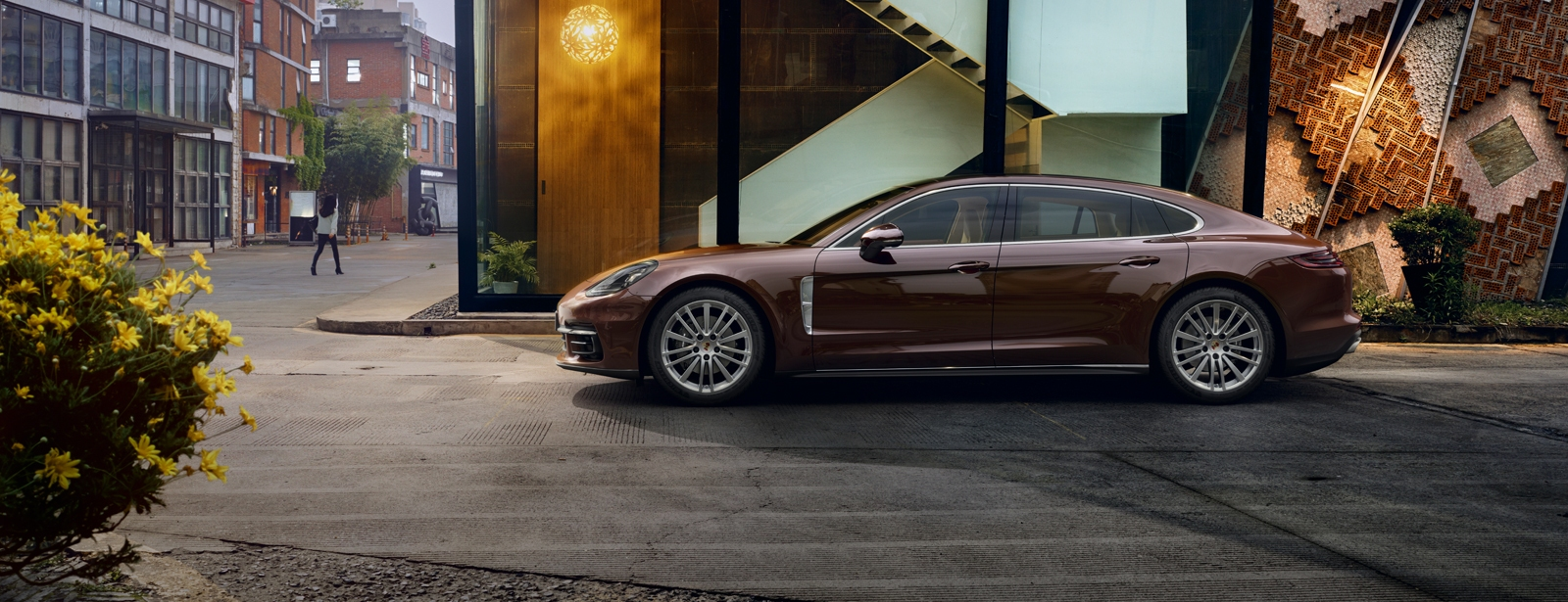 Porsche - Panamera 4 Executive - Courage changes everything.