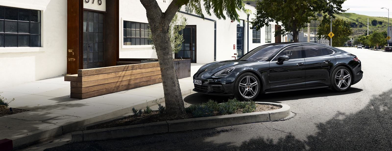 Porsche - Panamera 4 - Courage changes everything.
