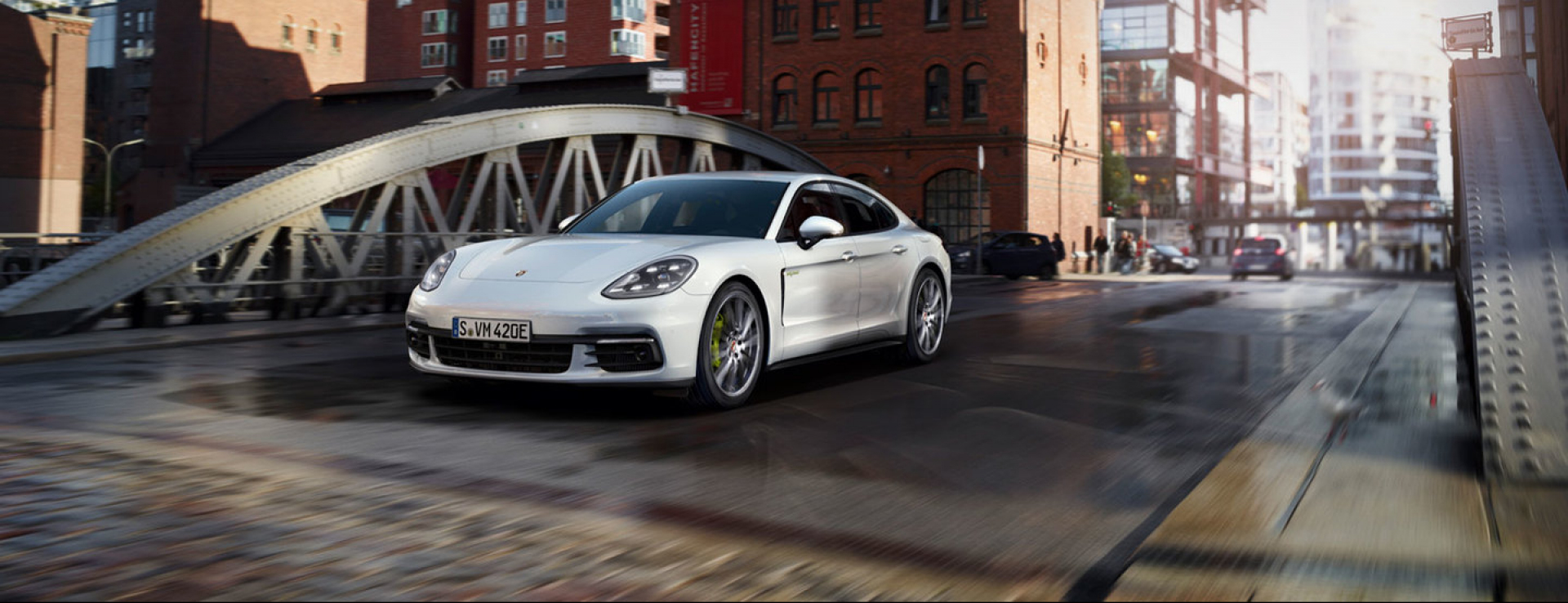 Porsche - Panamera 4 E-Hybrid - Courage changes everything.