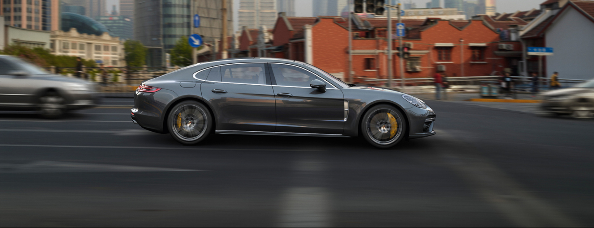 Porsche - Panamera Turbo Executive - Courage changes everything.