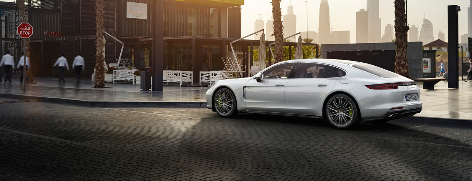 Porsche - Naujais Panamera Turbo S E-Hybrid Executive - Courage changes everything.