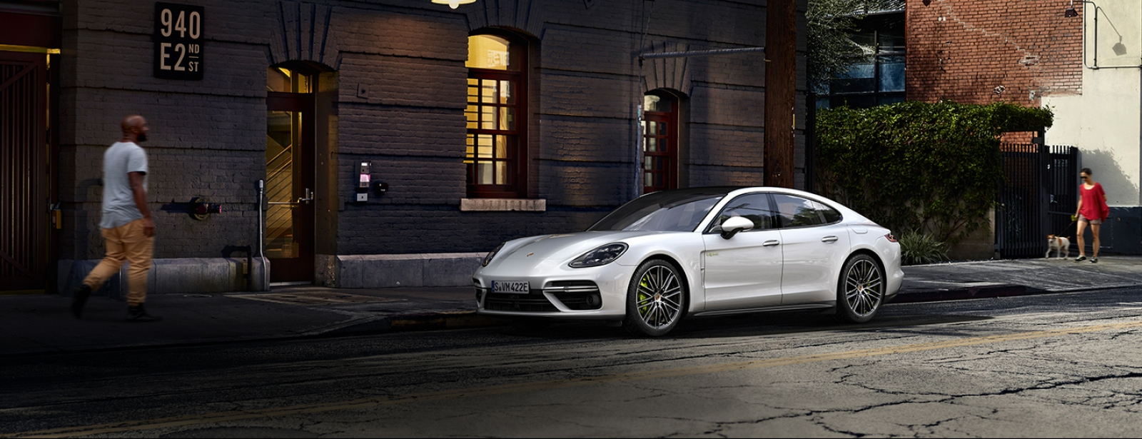 Porsche - Naujais Panamera Turbo S E-Hybrid - Courage changes everything.