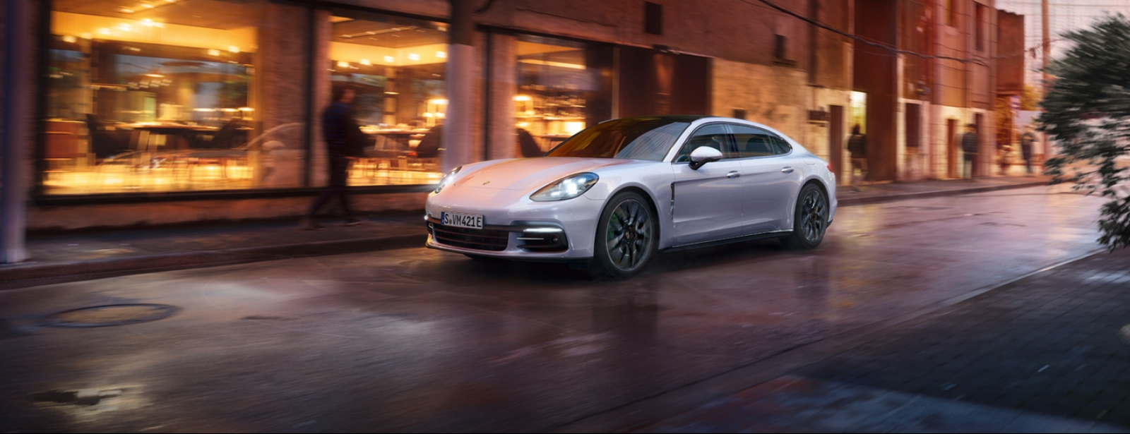 Porsche - Naujasis Panamera 4 E-Hybrid Executive - Courage changes everything.