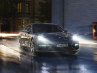 "Šviesos diodų pagrindiniai priekiniai žibintai su ""Porsche"" dinaminio apšvietimo sistema (PDLS)"